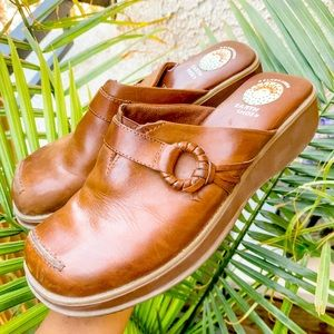 Vintage Gelron earth brown leather clogs